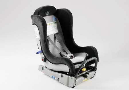 组图:奔驰公司推出新型儿童座椅