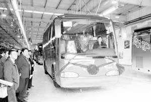 我国最先进的环保公交车在天津下线(图)