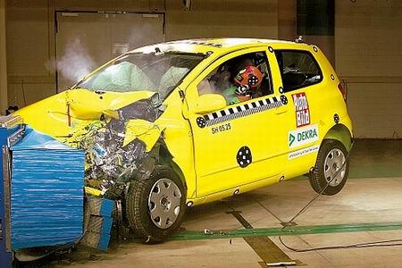 德国汽车杂志对大众新车Fox进行碰撞试验(组图)(2)