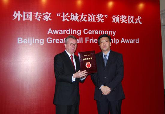 戴姆勒东北亚董事长华立新先生获长城友谊奖
