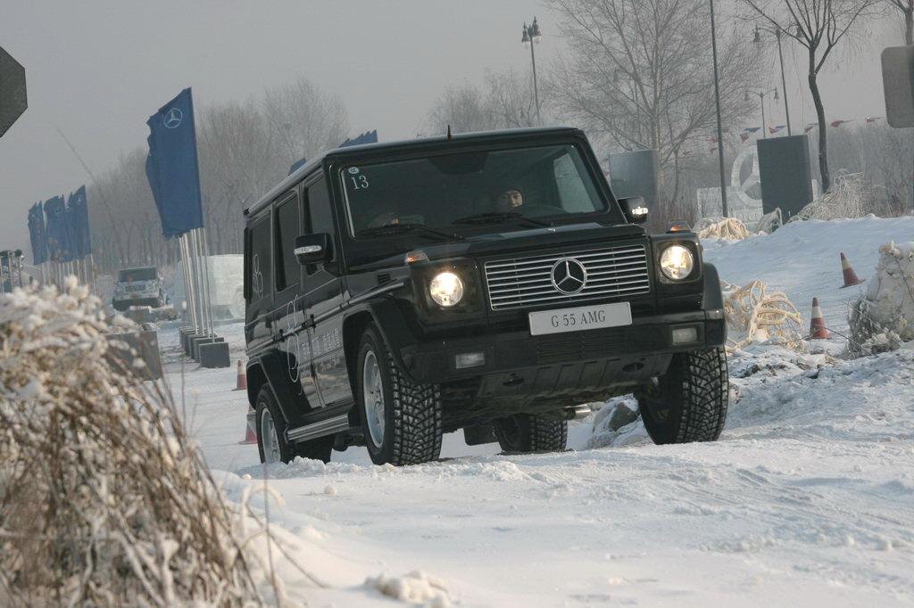 图为奔驰g 55 amg冰雪路面动态