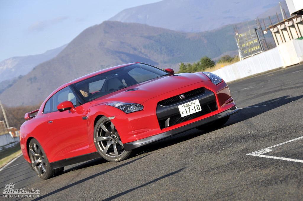 新浪汽车日本试驾新款日产GT-R预告