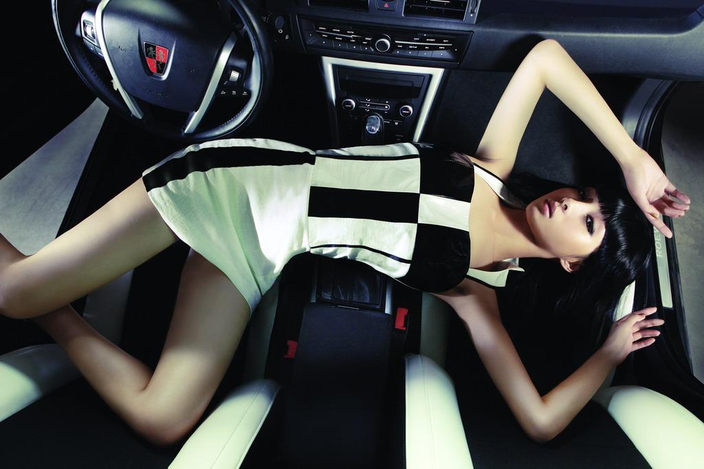 荣威550模特美装图