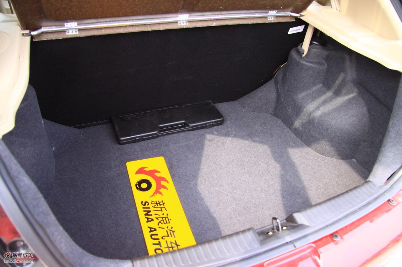 奇瑞风云2两厢后备箱高清图片