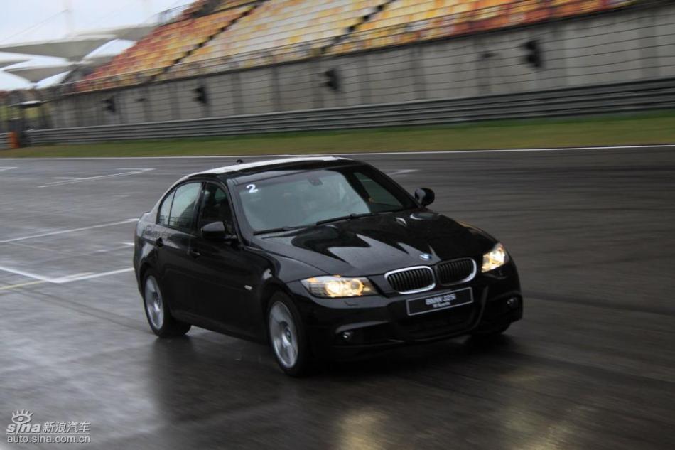 BMW 325i M运动型动态实拍图