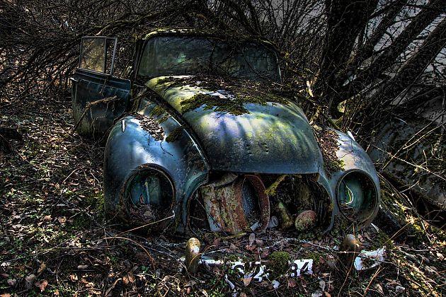 唱一曲挽歌怀念你 汽车坟场解读