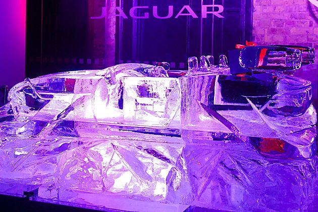 圣诞老人新座驾 捷豹F-Sleigh冰车