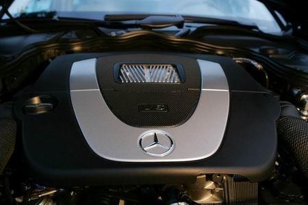 奔驰新E级发动机图片