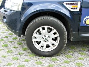 轮胎抓地力十足。