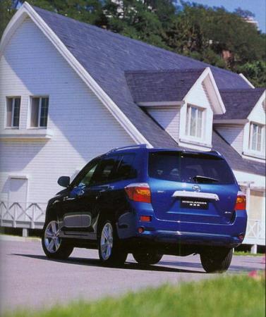 汉兰达是一部很美国化的高素质城市SUV,相比于其它车型,它没有特别去追求操控、越野能力抑扬顿挫或是高科技,丰田只是按照他们的哲学,踏踏实实造一部舒适、豪华、好开、好用的中庸的SUV。