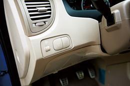 4驱和2驱的切换按键被安排在前排左侧出风口下