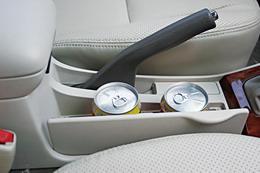 舱内置物空间丰富,这也是丰田COROLLA的传统