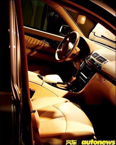 奔驰E230内饰图片
