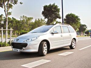 标致307SW的外观是最前卫的,操控也是三款车里最好的。