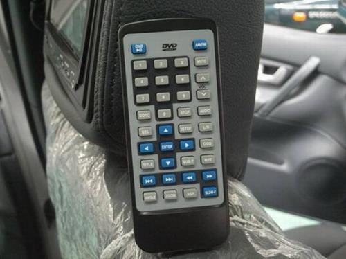 猎豹CS6前排座椅头枕后的液晶显示屏及遥控器