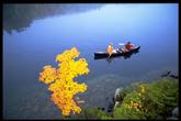 湖上泛舟惬意无限