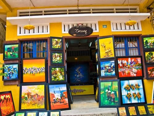 街边色彩鲜明的画廊