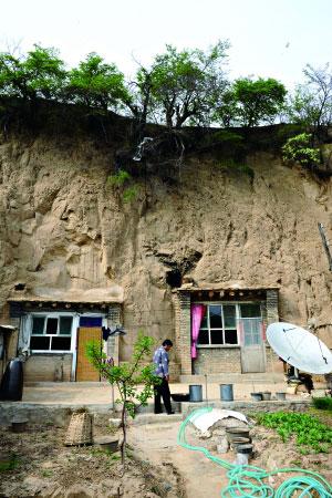 在里井沟村的古窑洞里,时光仿佛停滞。