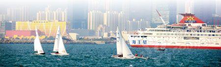在邮轮上和邮轮下,体验的是不同浪漫的香港。