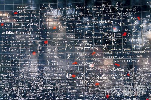 爱墙坐落于巴黎