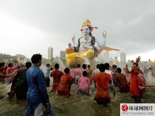 印度象神节是几月份_一切皆有可能 全球最匪夷所思的奇特风俗 (2)_新浪旅游_新浪网