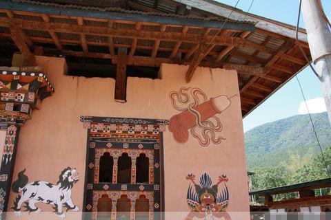 飞天阳具是不丹佛教神圣的辟邪宝物之一,与尘世中的放荡嗜好没有任何瓜葛。