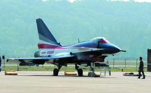 换上新涂装的我国歼十战机。