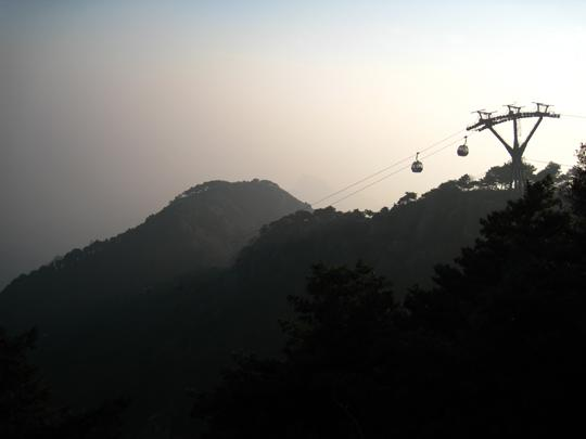 不愿意爬山的同学可以借助缆车