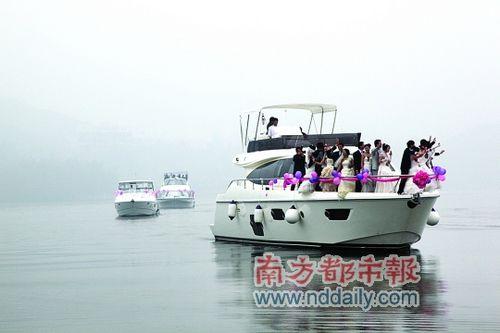 太极湖的水上集体婚礼。
