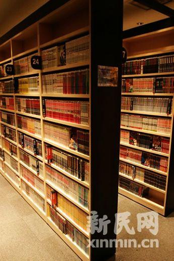 休息室里的动漫角,完全是个小型图书馆。李天扬摄