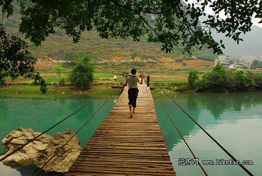 竹桥上的农夫 摄影:无岁月