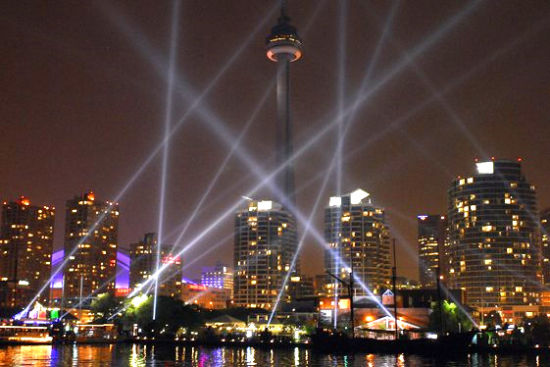 多伦多夜景 图片来源:加拿大旅游局