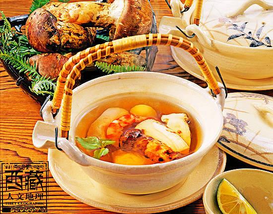 林芝松茸食之鲜嫩可口,味香浓,肉质细腻,润滑爽口
