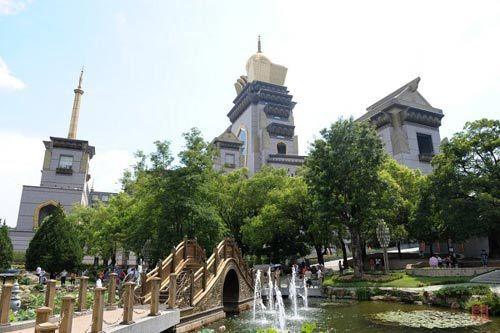 中台禅寺就是一座高楼大厦,但是金碧辉煌