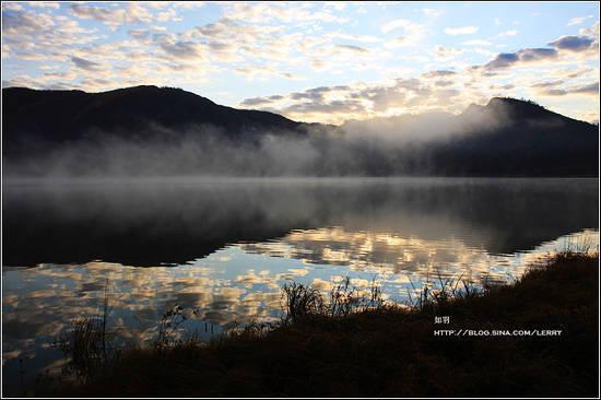 雾锁同心湖天池