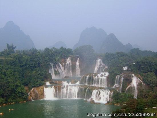 新浪旅游配图:中国境内的德天瀑布 摄影:龙婷