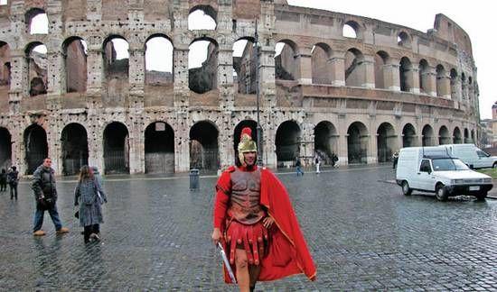 """罗马街头的""""战士"""""""
