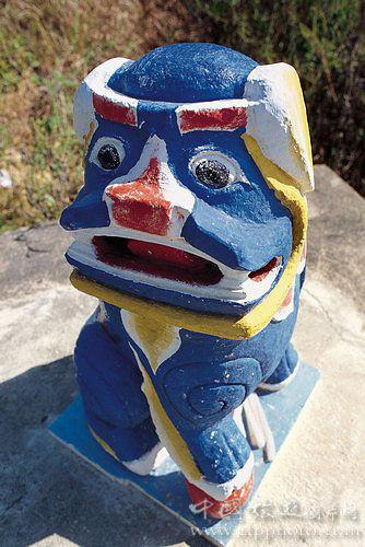 风狮爷有不同的颜色与造型,亦会代表不同的意思。(刘莉生摄)
