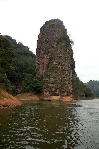 新浪旅游配图:丹霞地貌 摄影:鱼鱼游