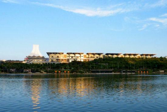 在民歌湖眺望会展中心
