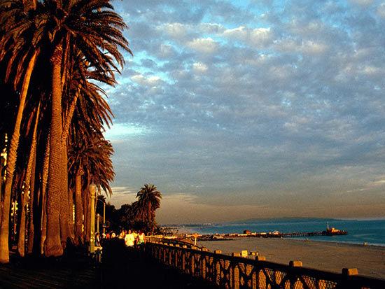其曾被美国《国家地理》杂志评为世界上最好的海滨城市之一