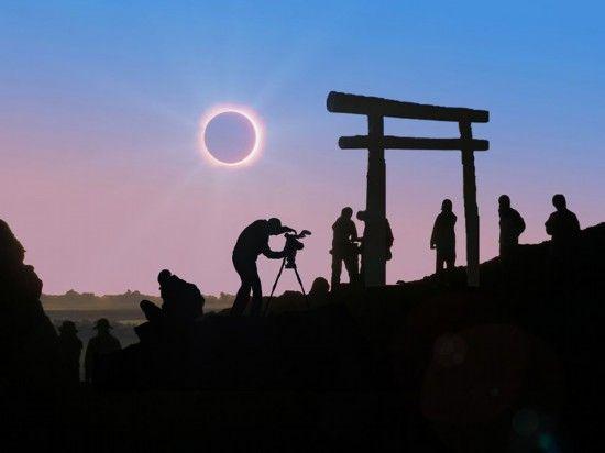 日本松下公司组织其员工在富士山顶观看日食。