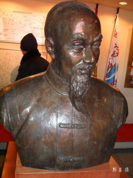 锡伯族民族英雄―图伯特铜像