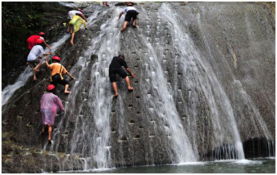 攀登在中路的是勇敢者 图片来源: 雪莲 新浪博客