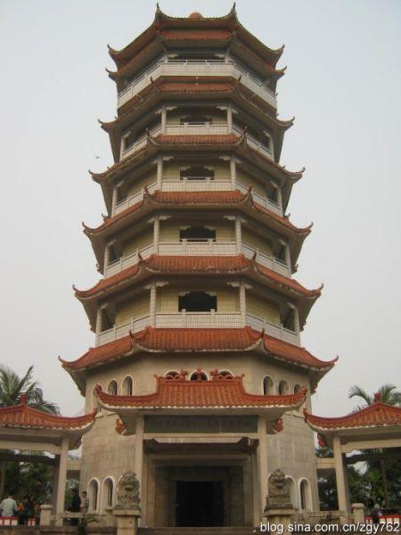 桂东南起义纪念塔,当年游击队曾在龟山一带活动。(图/ 南流浔子 新浪博客)