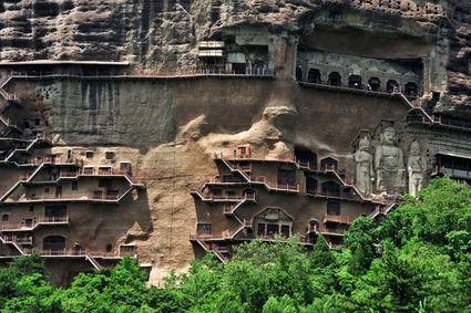 麦积山凌空栈道链接各个洞窟(图片来源:微图)