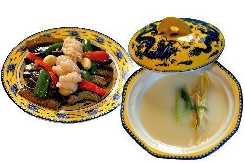 精美的餐具和诱人的美食