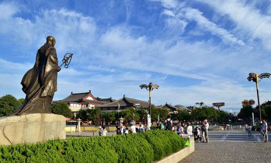 西安大雁塔文化休闲广场由大雁塔北广场