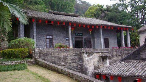 谢鲁山庄位于陆川县城乌石镇谢鲁村