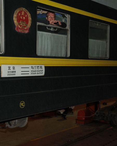 中国的火车通过中蒙边境时需要换车轮,因为中国跟蒙古国、俄罗斯的车轨标准不一样(王浩东摄)